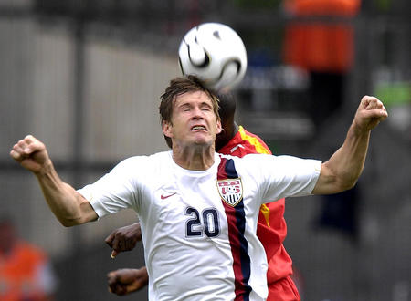 图文:加纳2-1美国 麦克布莱德在争顶