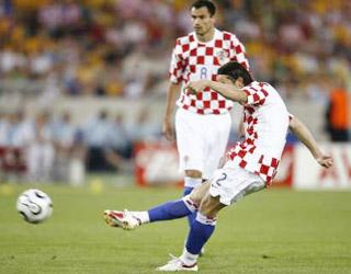 塞尔纳任意球直接破门拔得头筹