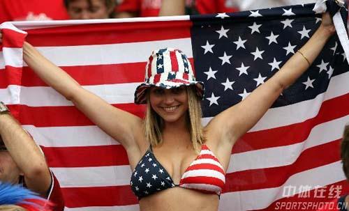 图文:加纳2-1美国 性感美国球迷人体秀