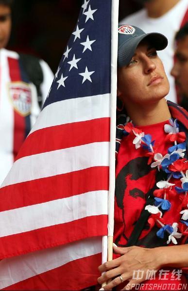 组图:加纳2-1美国 神情沮丧的美国球迷