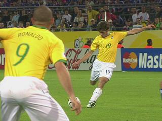 幻灯:日本VS巴西第三个进球 小儒尼尼奥破门