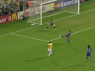 幻灯:日本VS巴西第四个进球 吉尔伯托低射破门