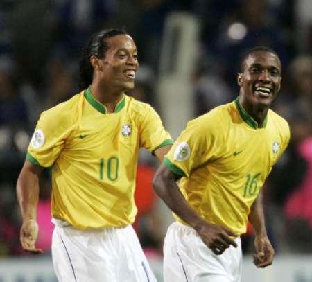 组图 日本VS巴西 吉尔伯托庆祝进球
