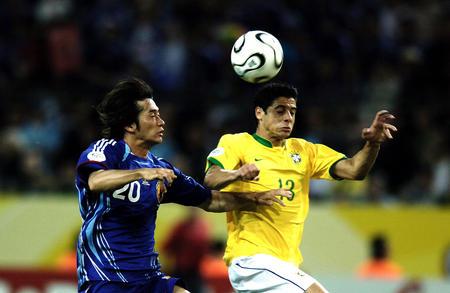日本1 4巴西 西西尼奥拼抢玉田圭司