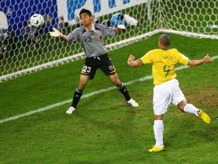 组图:日本1-4巴西 巴西队的精彩进球
