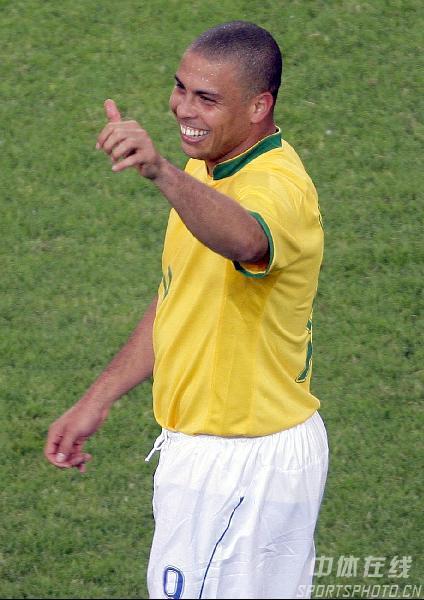 图文:日本1-4巴西 罗纳尔多平世界杯进球纪录