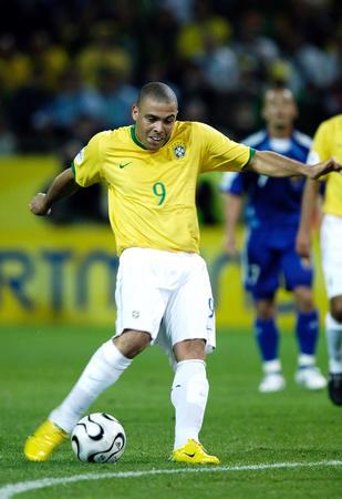 图文:日本1-4巴西 罗纳尔多在比赛中