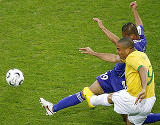 罗纳尔多转身抽射破门 追平纪录