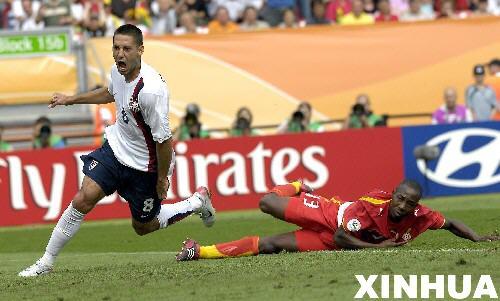 图文:加纳2:1美国 德姆普西庆祝自己破门