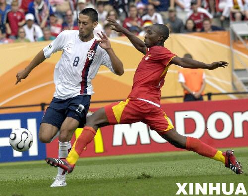 图文:加纳2:1美国 美国球员德姆普西带球突破