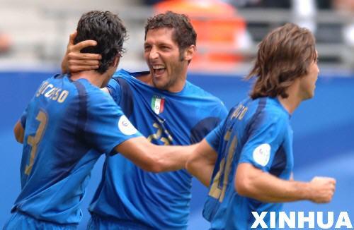 图文:意大利2-0捷克 马特拉齐庆祝进球