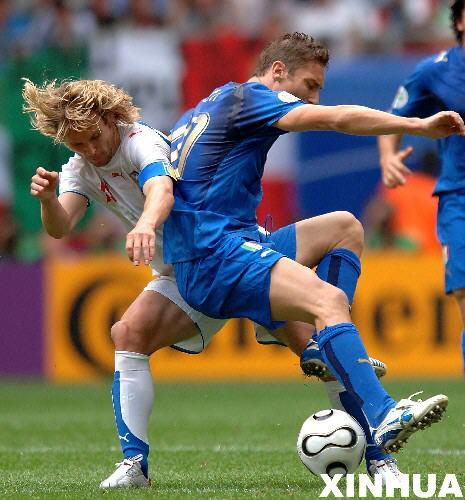 图文:意大利2-0捷克 托蒂和内德维德正面交锋