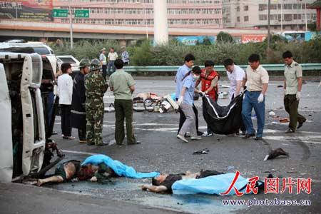 2名交警3名医生处理车祸时被撞死; 最新美女车祸现场 惨烈美女车祸
