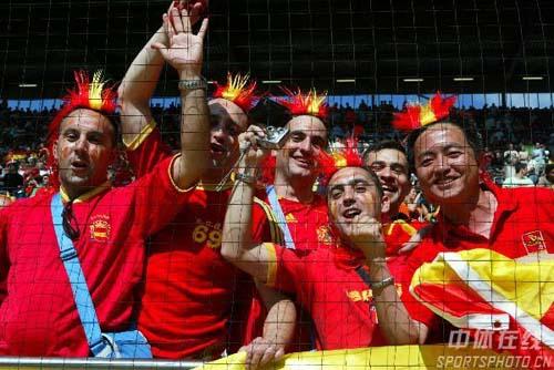 图文:西班牙1-0沙特 现场热情的西班牙球迷