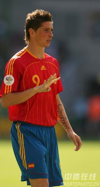 图文:西班牙1-0沙特 托雷斯一脸轻松