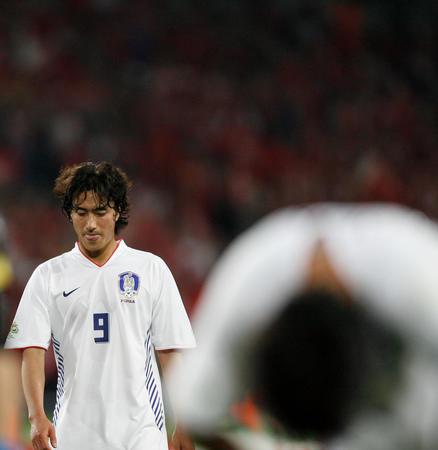 图文:瑞士2-0韩国 安贞焕赛后神情黯然
