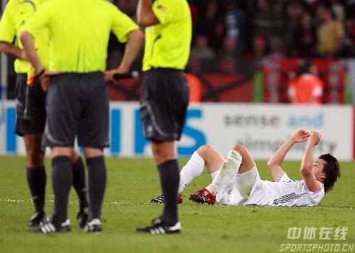 图文:瑞士2-0韩国 韩国遭淘汰队员扼腕痛惜