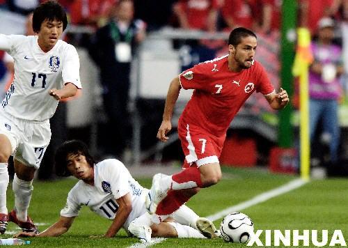 图文:瑞士2:0韩国 卡巴纳斯带球突破