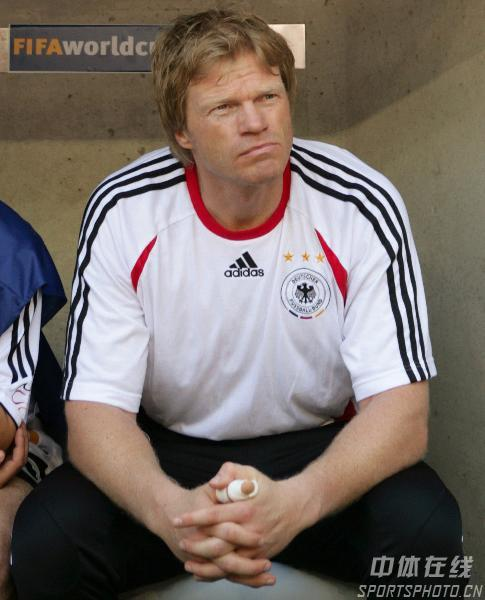 组图:德国VS瑞典 卡恩在等待比赛的开始