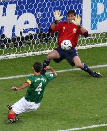 图文:阿根廷VS墨西哥 马科斯破门瞬间