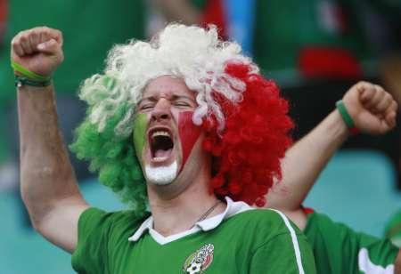 图文:阿根廷VS墨西哥 狂热的墨西哥球迷