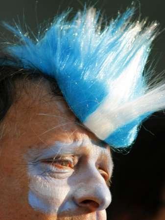 图文:阿根廷VS墨西哥 阿根廷球迷的超酷发型