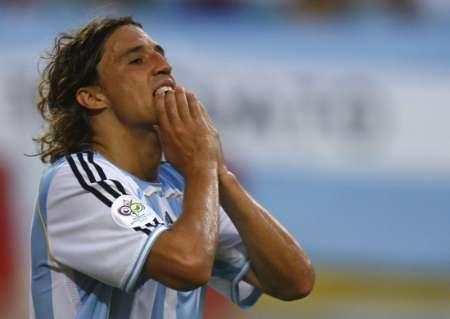 图文:阿根廷VS墨西哥 克雷斯波错失良机