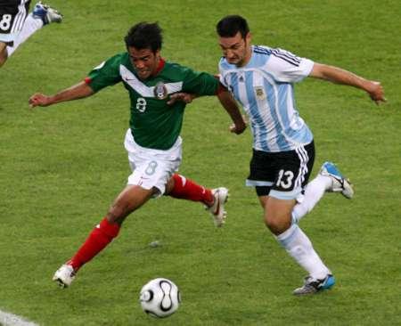 图文:阿根廷VS墨西哥 展翅齐飞翔