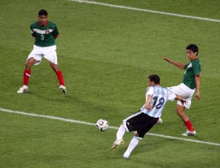 组图:阿根廷VS墨西哥 马克西的世界波