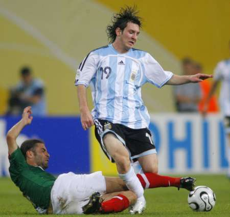 图文:阿根廷2-1墨西哥 梅西场上显实力