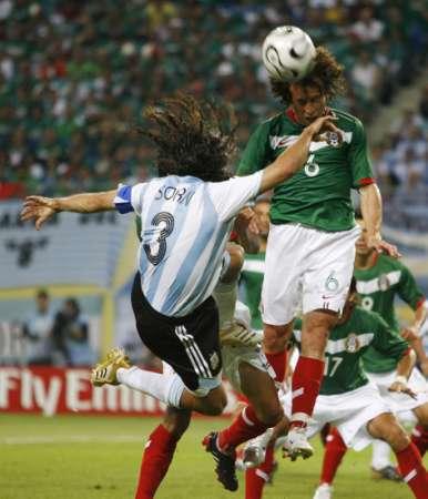 图文:阿根廷2-1墨西哥 优美的舞姿