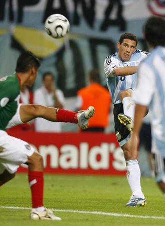 图文:阿根廷2-1墨西哥 马克西加时进球瞬间