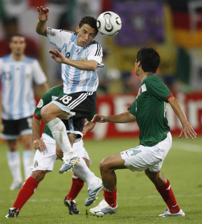 图文:阿根廷2-1墨西哥 罗德里格斯在比赛中