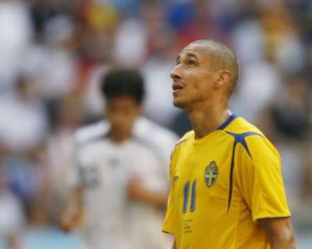 组图:德国2-0瑞典 瑞典队员很失落