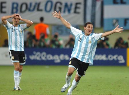 图文:阿根廷2-1墨西哥 罗德里格斯庆祝进球