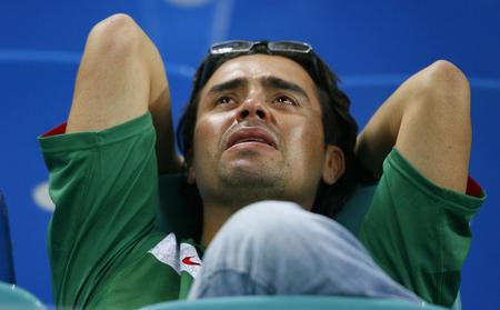 图文:阿根廷2-1墨西哥 球迷在赛后欲哭无泪