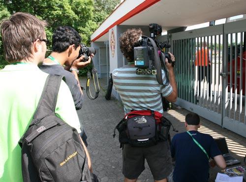 搜狐直击:黑马加纳队封闭训练 记者保安大斗法