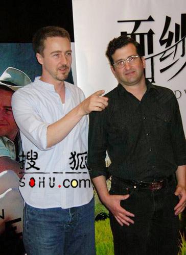 爱德华-诺顿现身上影节 称对中国电影很有兴趣
