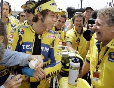 MotoGP荷兰站:罗西受伤垫底 普金斯首夺杆位