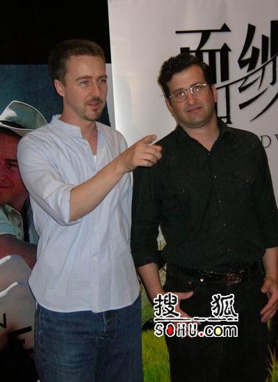 爱德华-诺顿现身上海国际电影节(组图)