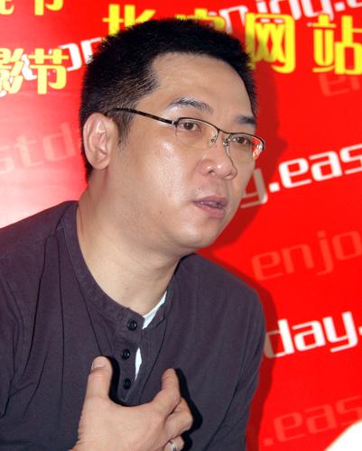 专访金爵奖评委关锦鹏:看球评片两不误(图)
