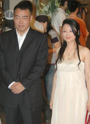 图:陈凯歌陈红夫妻黑白配亮相电影节闭幕式