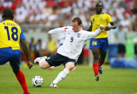图文:英格兰VS厄瓜多尔 鲁尼拔脚怒射