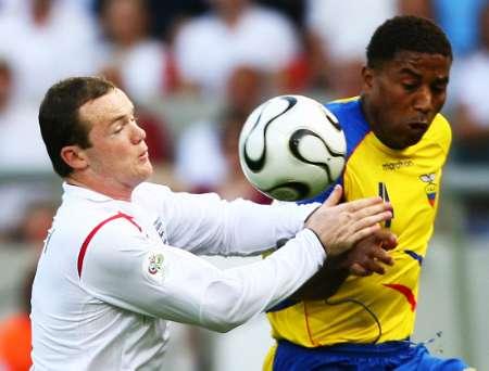 图文:英格兰VS厄瓜多尔 鲁尼上手了