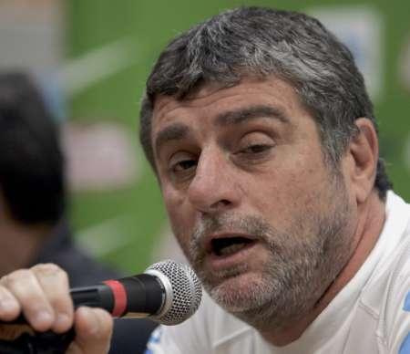 图文:巴西VS加纳 巴西教练在回答问题