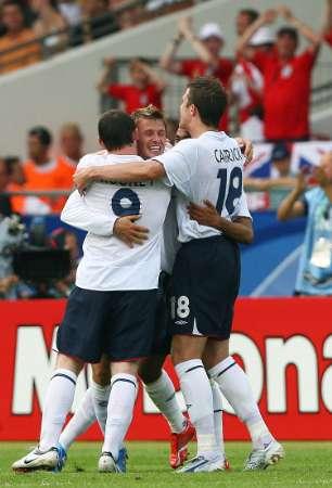 组图:英格兰VS厄瓜多尔 贝克汉姆庆祝进球