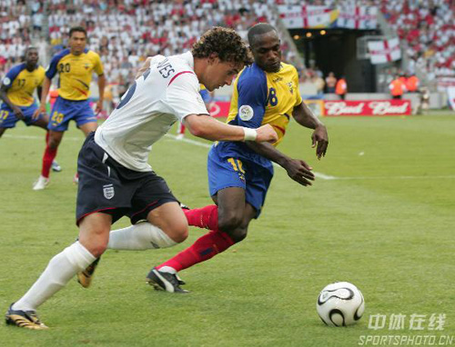 图文:英格兰1-0厄瓜多尔 英格兰队特里突破