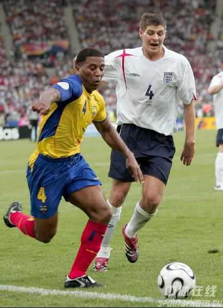 图文:英格兰VS厄瓜多尔 乔-科尔起脚射门