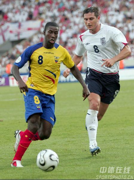 图文:英格兰1-0厄瓜多尔 厄主帅庆祝埃里克松
