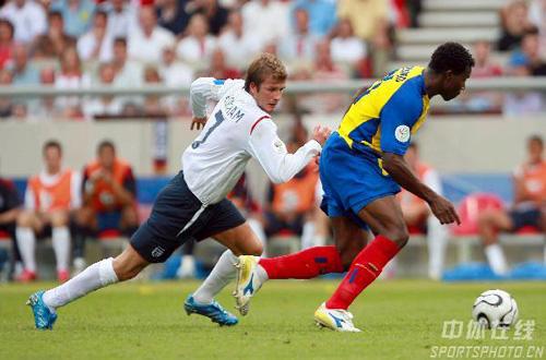 图文:英格兰1-0厄瓜多尔 贝克汉姆回追防守